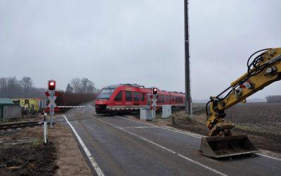 Gute Nachrichten für Bahnübergänge in Gammelby und Rieseby – Pünktlich zum Ende der Revision: Bahnübergang Petriholz abgenommen