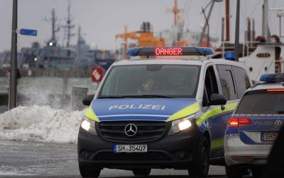 Stürmischer Sonntag: Hohe Wellen in Damp und Eckernförde